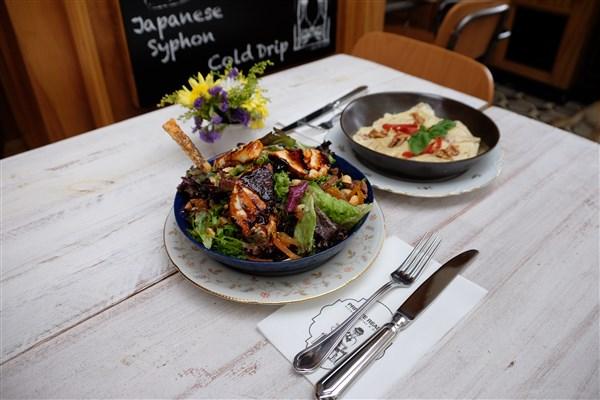 Keçi peynirli salata ve ravioli